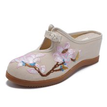 b7c4dcc96957 Women Flower Embroidery Comfortable Casual Wedge Sandals