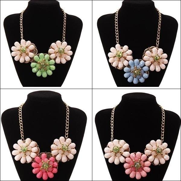 Beads Flower Statement Necklace