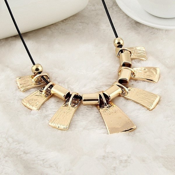 Irregular Pendant Statement Necklace