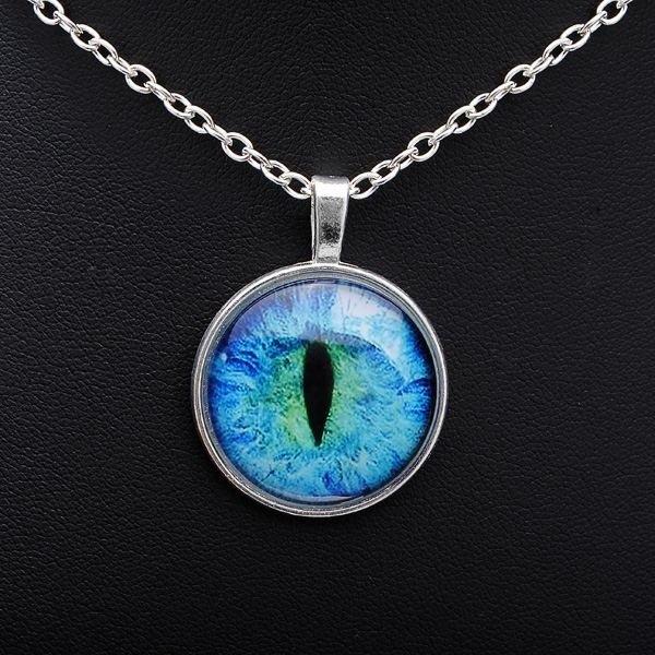 Vintage Cat Eye Pendant Necklace