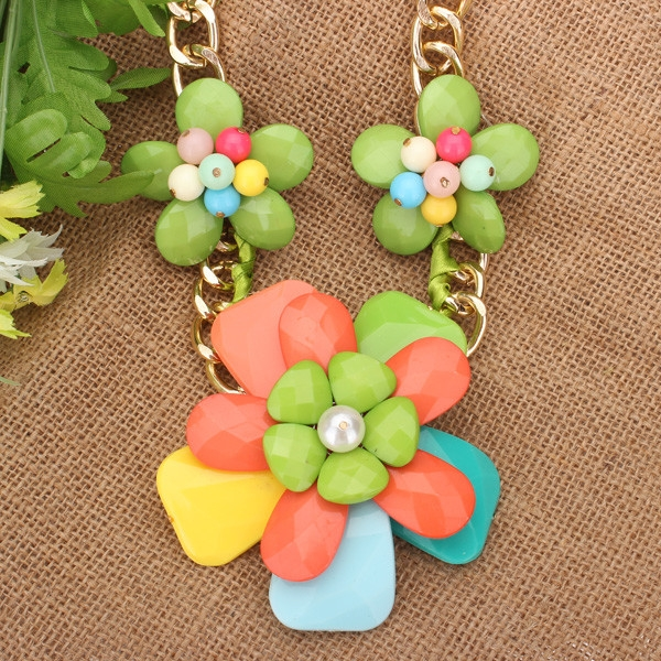 Resin Beads Flower Necklace