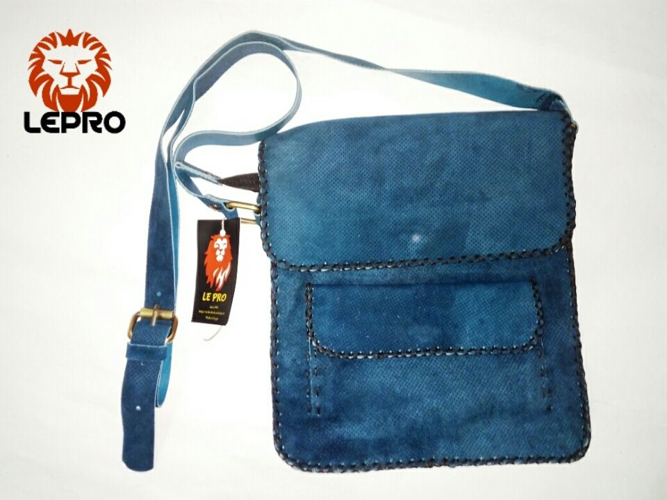 b002315116875 سعر Leather Shop شنطة كروس هاند ميد ازرق فى مصر