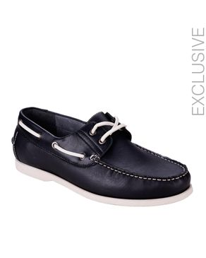 Yimaida Black Leather Boat Shoes logo